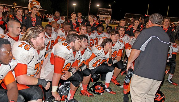 Calhoun City clinches region title in rout at Eupora
